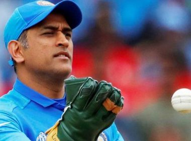 Mahendra Singh Dhoni, the owner of 1100 crores, gave only one lakh to the country to rescue from Corona, a lot of mockery