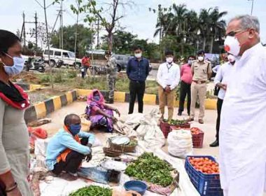 CM Baghel reached vegetable market to know the price of vegetables