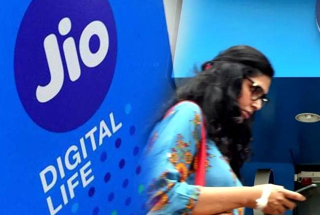 Reliance jio, Consumers, Holy blast plan, Launch,