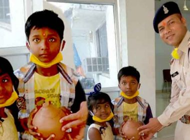 two innocents reached the police station with a piggy bank