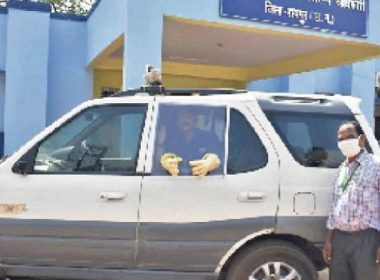 For the first time - Raipur Health Department has made the car unique PPE kit vehicle